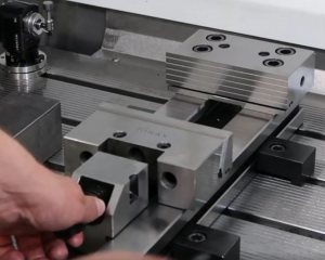 Clamping material in precision vice