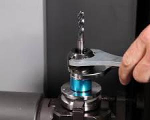 Remove tap and collet fromm synchro-toolholder