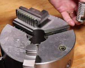 Remove jaws from 3-jaw chuck